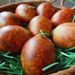 Старински начин на фарбање велигденски јајца